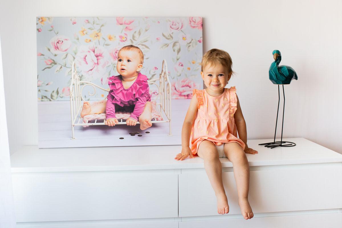 dziecko-ze-swoim-portretem