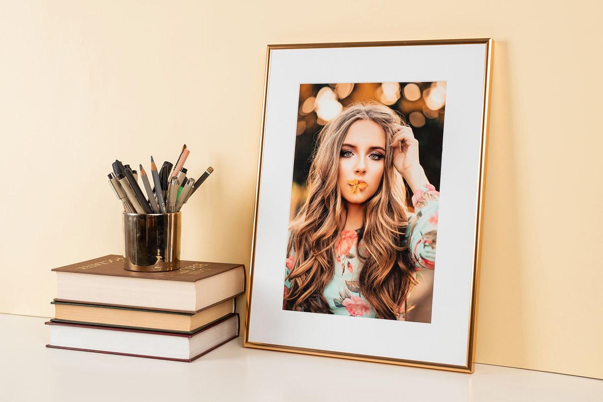 fotoobraz ze zdjęcia w złotej ramce
