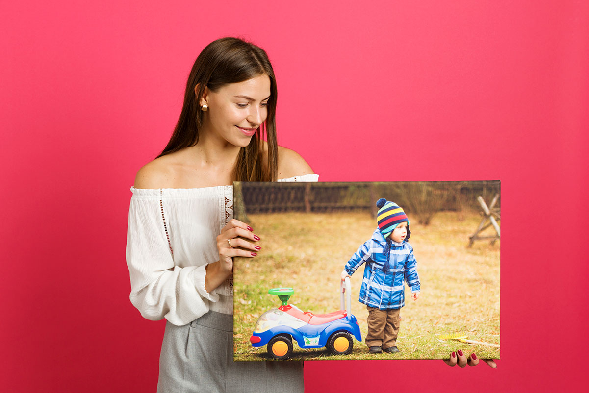 Obraz na płótnie z dzieckiem idealnym prezentem dla rodziców