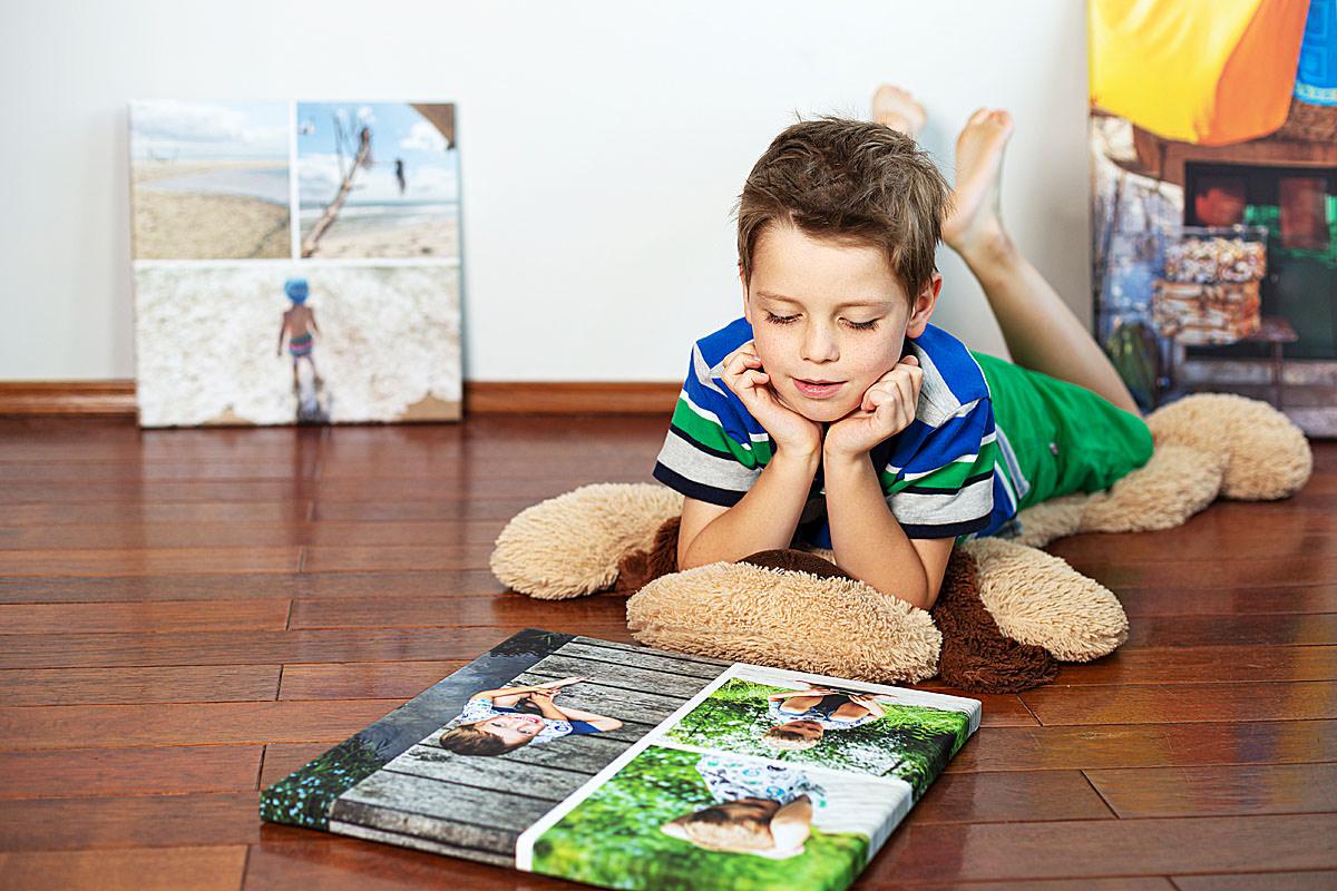 Chłopak wspomina wakacje z rodzicami