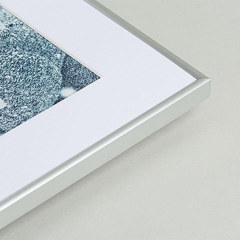 Aluminiowa ramka fotoobrazu z białym passepartout