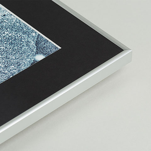Aluminiowa ramka fotoobrazu z czarnym passepartout