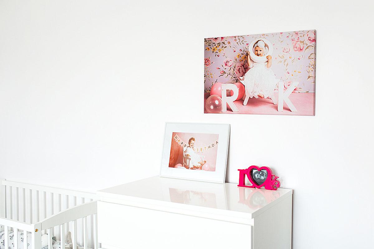 portrety małego dziecka wspaniałym pomysłem na dekorację pokoju dziecięcego