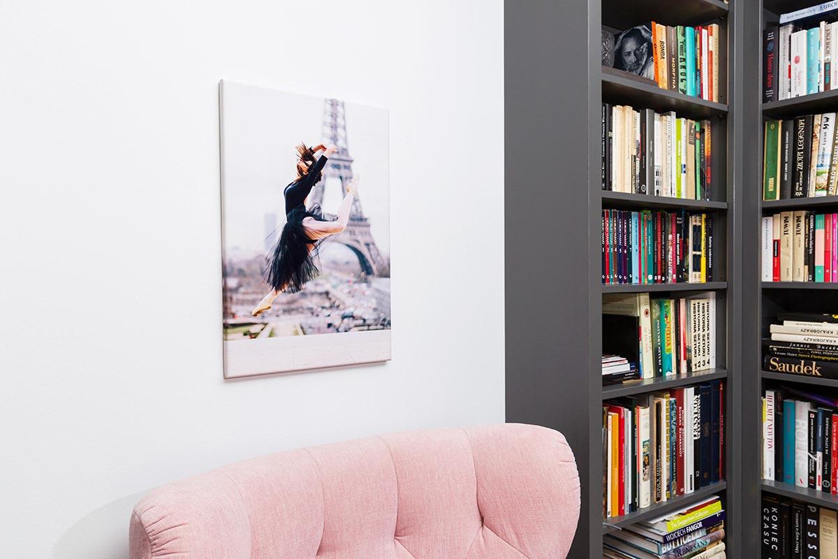 Fotoobraz tancerki prze wieży Eiffla