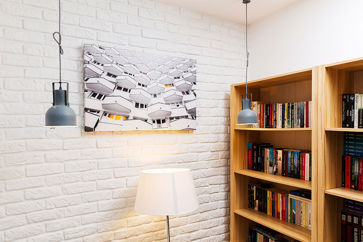 Industrialny fotoobraz na płótnie na białej ceglastej ścianie
